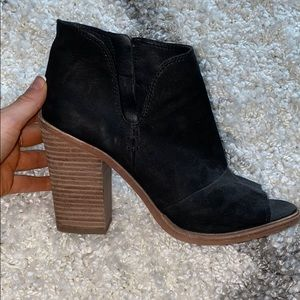 Vince Camuto black cut out booties size 8